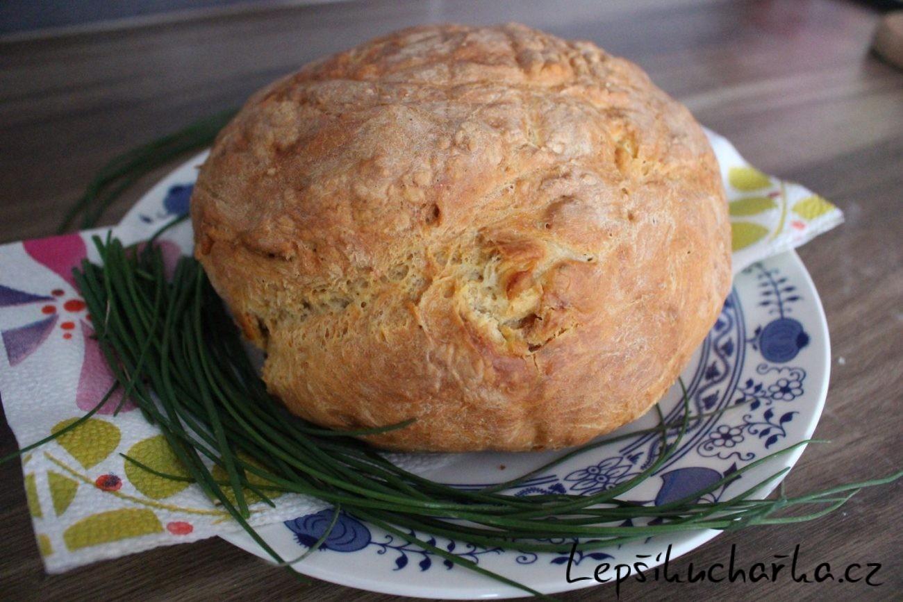 Domácí škvarkový chléb